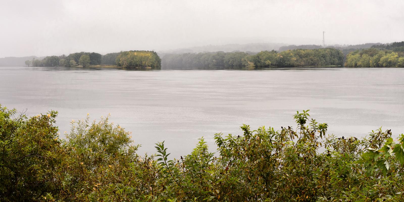 Aperçu de la vue le long du sentier pédestre le long du fleuve Saint-Jean