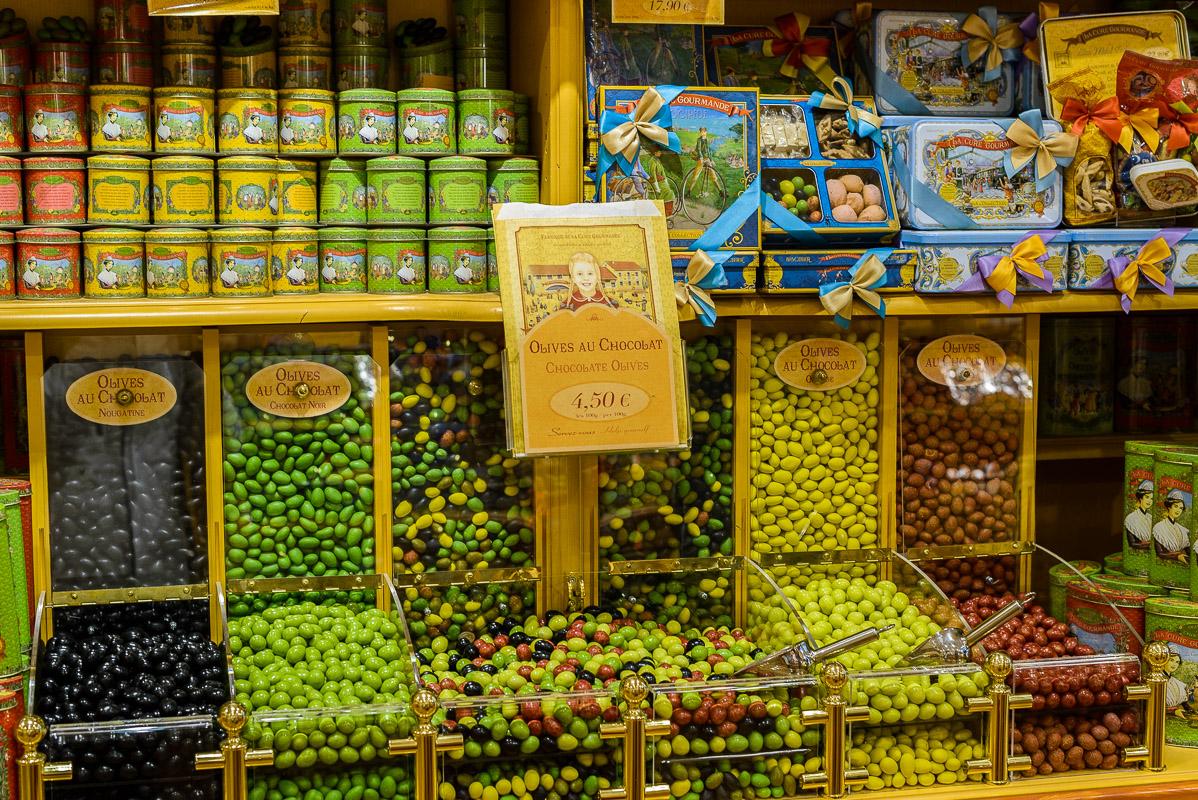Une découverte à La Cure Gourmande: des amandes enrobées comme des olives!  Original!